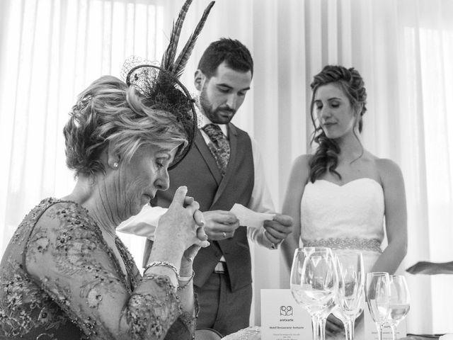 La boda de Joseba y Maialen en Santurtzi, Vizcaya 27