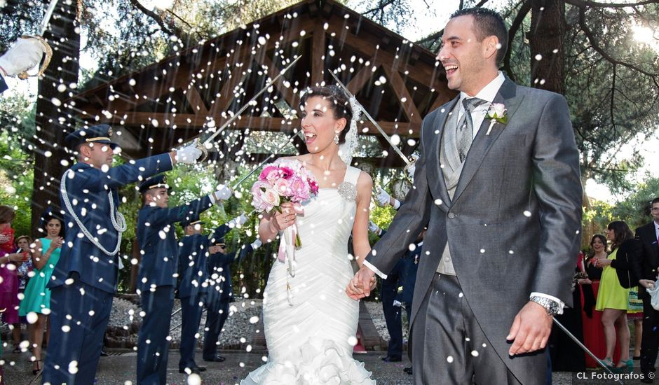 La boda de Adrián y Sara en Madrid, Madrid