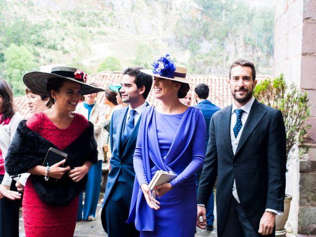 La boda de Carlos y Claudia en Las Fraguas, Cantabria 37