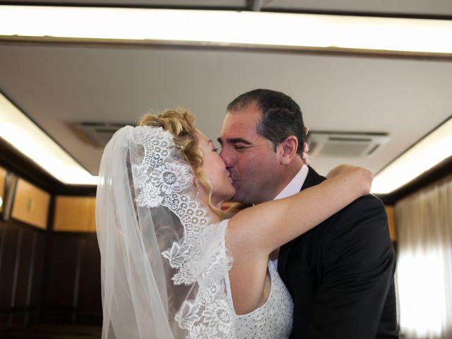 La boda de Agapito y Maria Jesús en Santa Coloma De Gramenet, Barcelona 16