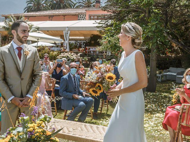 La boda de Santi y Carol en La Orotava, Santa Cruz de Tenerife 34