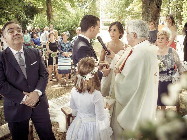 La boda de Raúl y Miriam en Santa Gadea Del Cid, Burgos 16