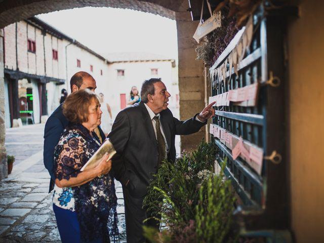La boda de Kiko y Marta en Olmos De Ojeda, Palencia 44