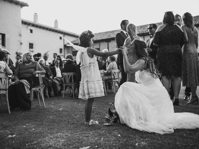 La boda de Kiko y Marta en Olmos De Ojeda, Palencia 40