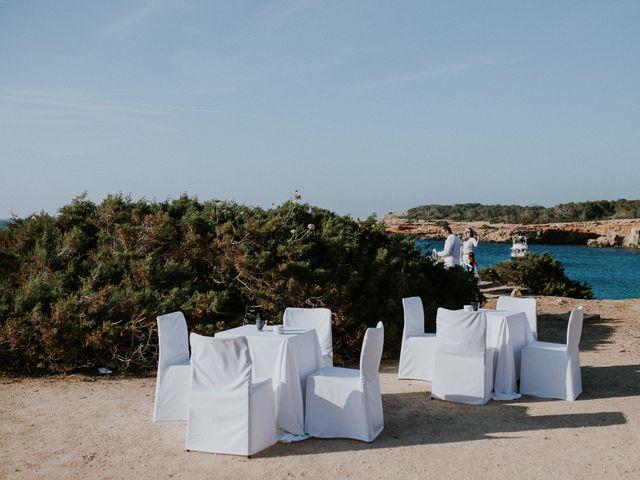 La boda de Dani y Carmen en Cala Conta, Islas Baleares 19