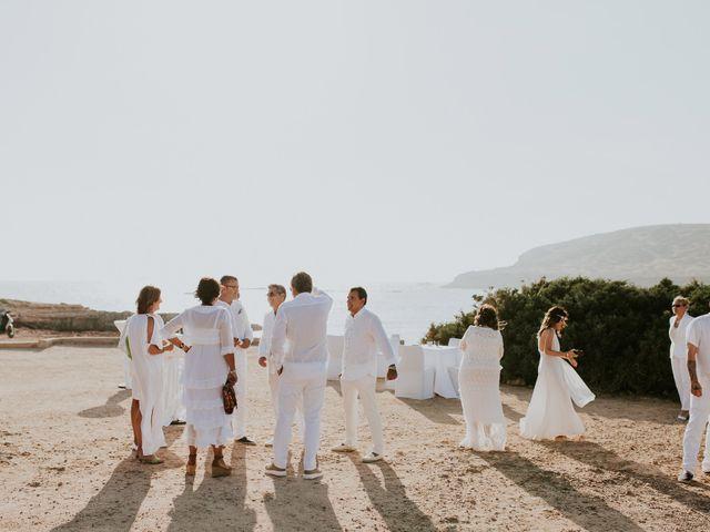 La boda de Dani y Carmen en Cala Conta, Islas Baleares 22