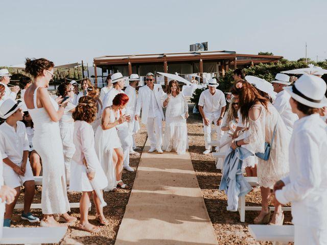 La boda de Dani y Carmen en Cala Conta, Islas Baleares 25