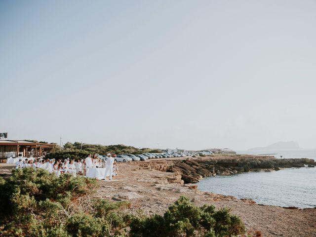 La boda de Dani y Carmen en Cala Conta, Islas Baleares 29