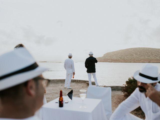 La boda de Dani y Carmen en Cala Conta, Islas Baleares 32