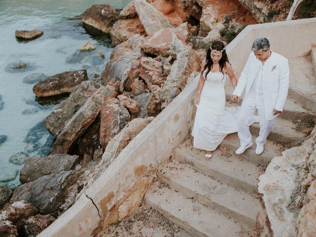 La boda de Dani y Carmen en Cala Conta, Islas Baleares 33