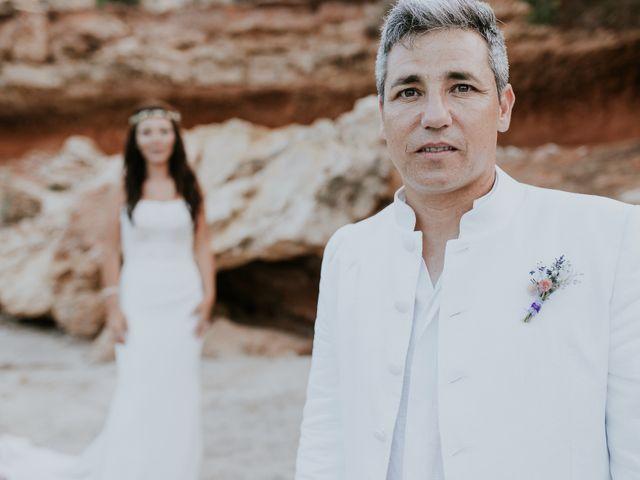 La boda de Dani y Carmen en Cala Conta, Islas Baleares 35