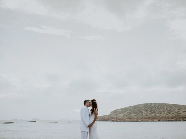 La boda de Dani y Carmen en Cala Conta, Islas Baleares 36