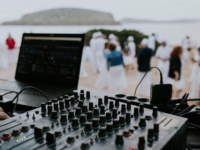 La boda de Dani y Carmen en Cala Conta, Islas Baleares 38