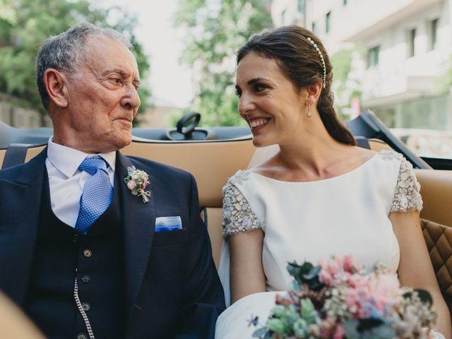 La boda de Miguel y Carolina en Madrid, Madrid 18