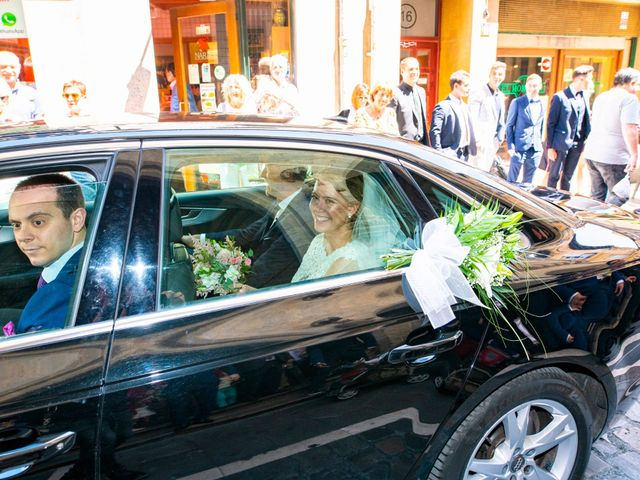 La boda de Joseba y María en Pamplona, Navarra 24