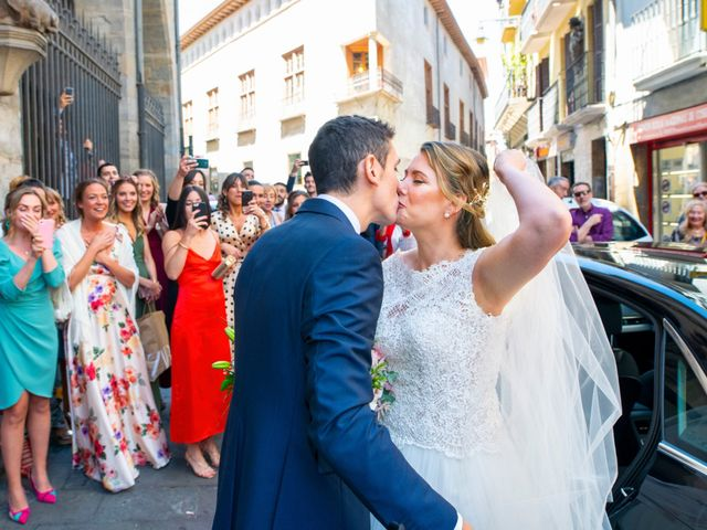 La boda de Joseba y María en Pamplona, Navarra 25