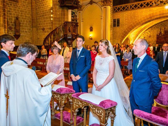 La boda de Joseba y María en Pamplona, Navarra 27