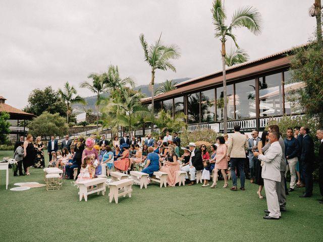 La boda de Adrián y Macu en La Orotava, Santa Cruz de Tenerife 24