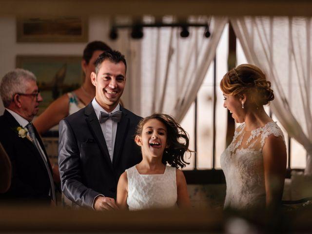 La boda de Isaac y Moni en Gandia, Valencia 23