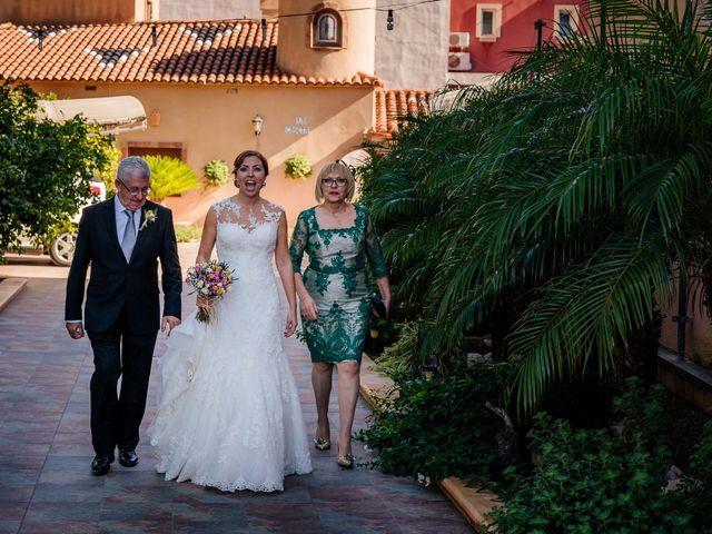 La boda de Isaac y Moni en Gandia, Valencia 27