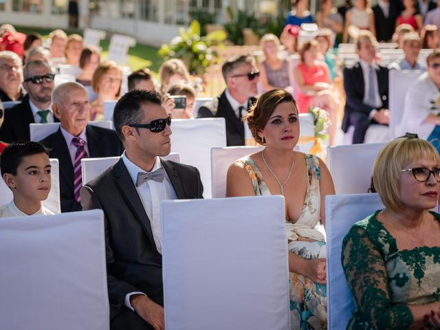 La boda de Isaac y Moni en Gandia, Valencia 35