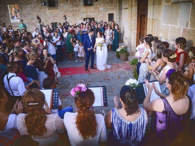 La boda de Jorge y Nazaret en Valdastillas, Cáceres 73