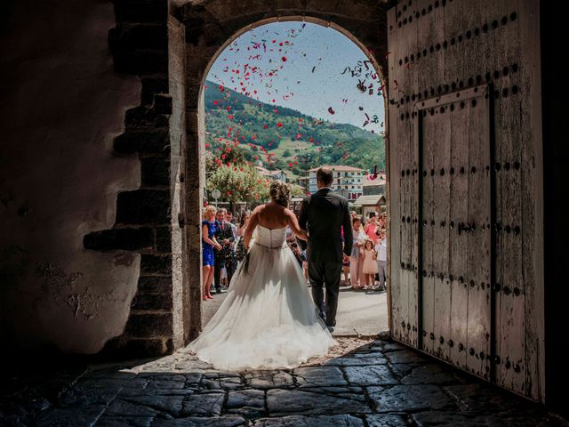 La boda de Julén y Nahiara en Urnieta, Guipúzcoa 35