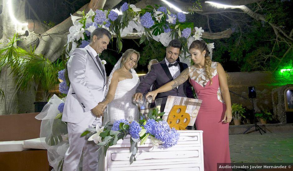 La boda de Joaquin y Cruz en Las Palmas De Gran Canaria, Las Palmas
