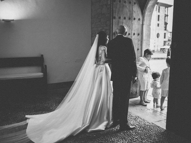 La boda de Tony y Lucía en Oviedo, Asturias 19
