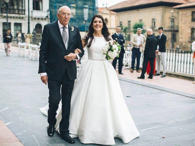 La boda de Tony y Lucía en Oviedo, Asturias 21