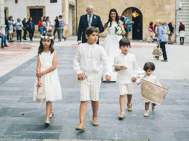La boda de Tony y Lucía en Oviedo, Asturias 22