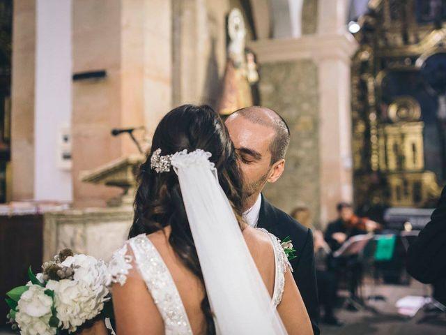 La boda de Tony y Lucía en Oviedo, Asturias 23