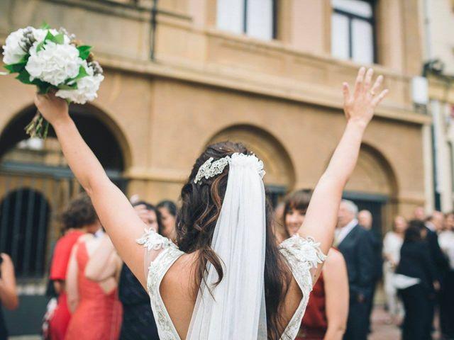 La boda de Tony y Lucía en Oviedo, Asturias 25