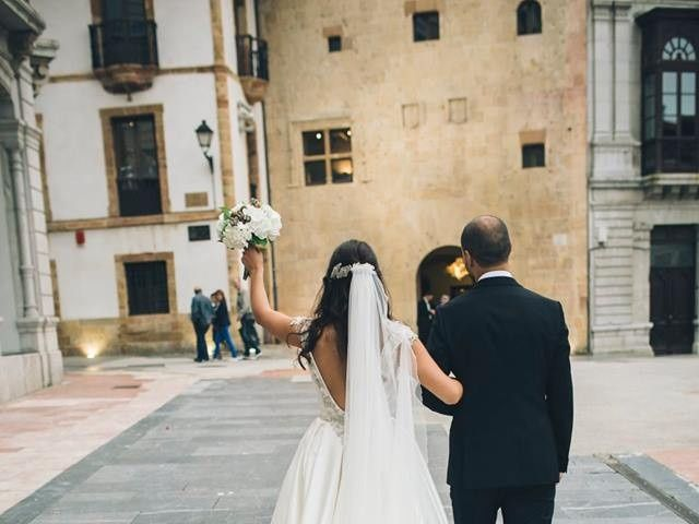 La boda de Tony y Lucía en Oviedo, Asturias 26