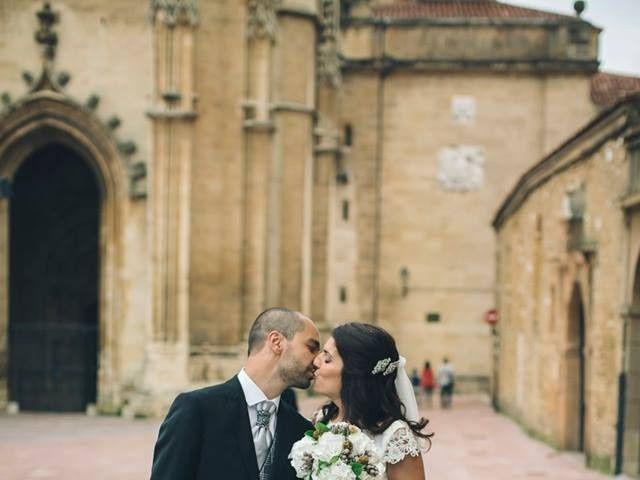 La boda de Tony y Lucía en Oviedo, Asturias 27