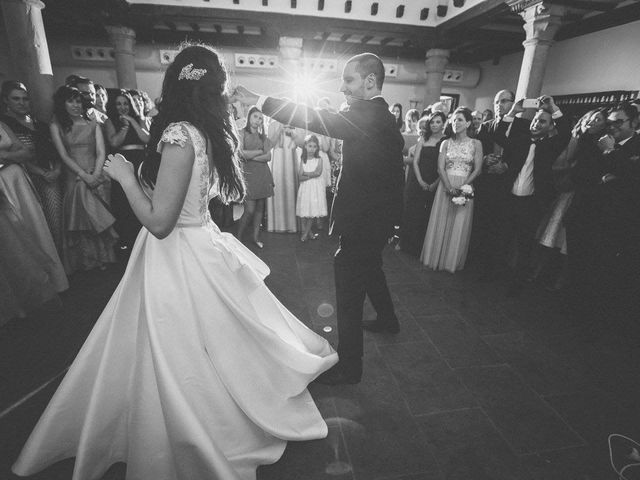 La boda de Tony y Lucía en Oviedo, Asturias 40