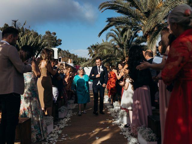 La boda de Dani y Andrada en Santa Eularia Des Riu, Islas Baleares 25