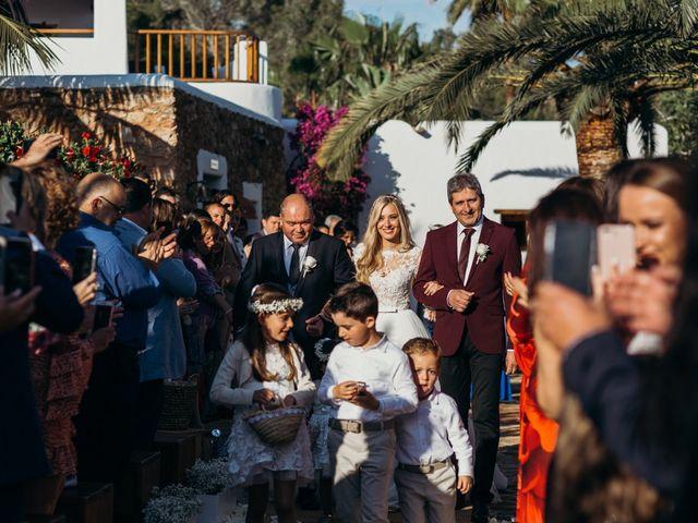 La boda de Dani y Andrada en Santa Eularia Des Riu, Islas Baleares 26