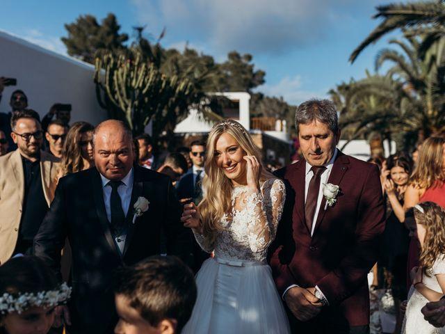 La boda de Dani y Andrada en Santa Eularia Des Riu, Islas Baleares 28