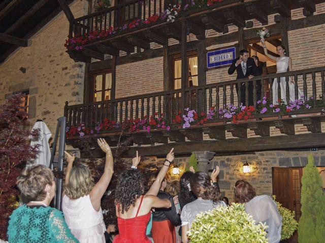 La boda de Jon y Sandra en Lezama, Álava 43