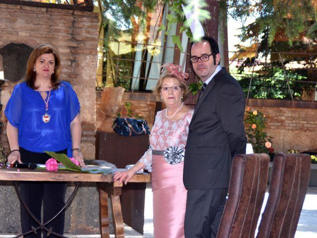 La boda de Roberto y Helena en Ballesteros De Calatrava, Ciudad Real 7