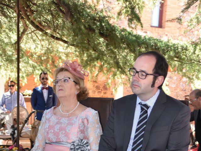 La boda de Roberto y Helena en Ballesteros De Calatrava, Ciudad Real 8