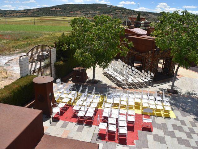 La boda de Roberto y Helena en Ballesteros De Calatrava, Ciudad Real 10