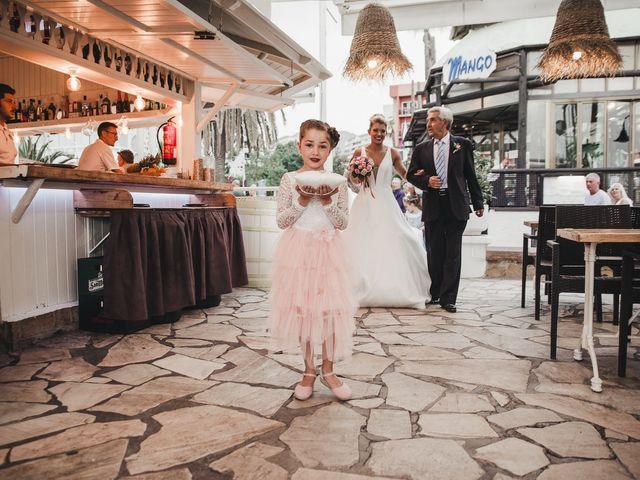 La boda de Claudia y Santiago en Torremolinos, Málaga 3