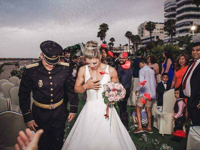 La boda de Santiago y Claudia en Torremolinos, Málaga 4