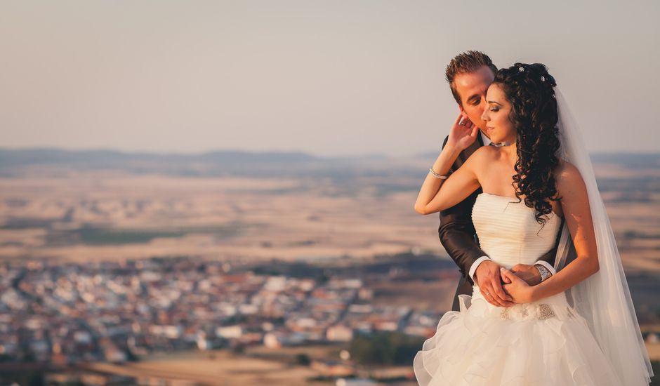 La boda de Oscar y Inma en Almodovar Del Campo, Ciudad Real