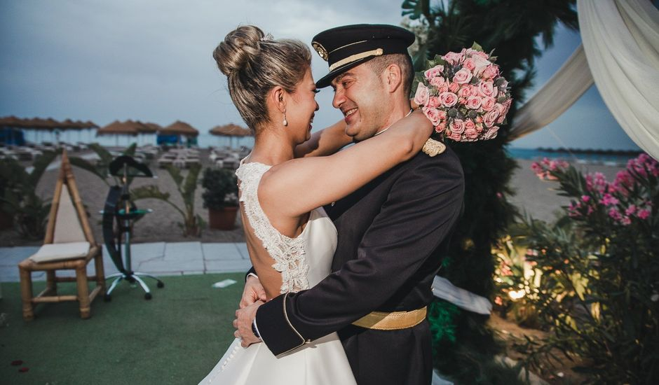 La boda de Santiago y Claudia en Torremolinos, Málaga