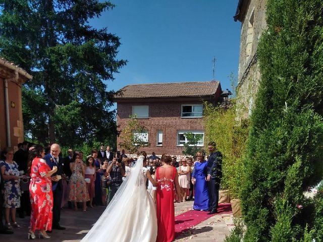 La boda de Diego y Esmeralda en Quintanilla Del Agua, Burgos 1