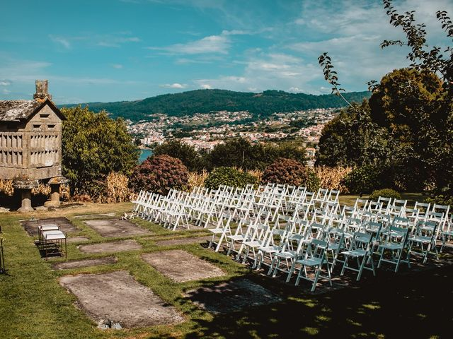 La boda de Odilo y Sonia en Bueu (Casco Urbano), Pontevedra 2