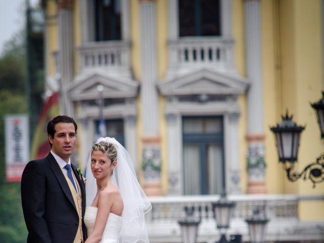 La boda de Gonzalo y Lorena en Oviedo, Asturias 1